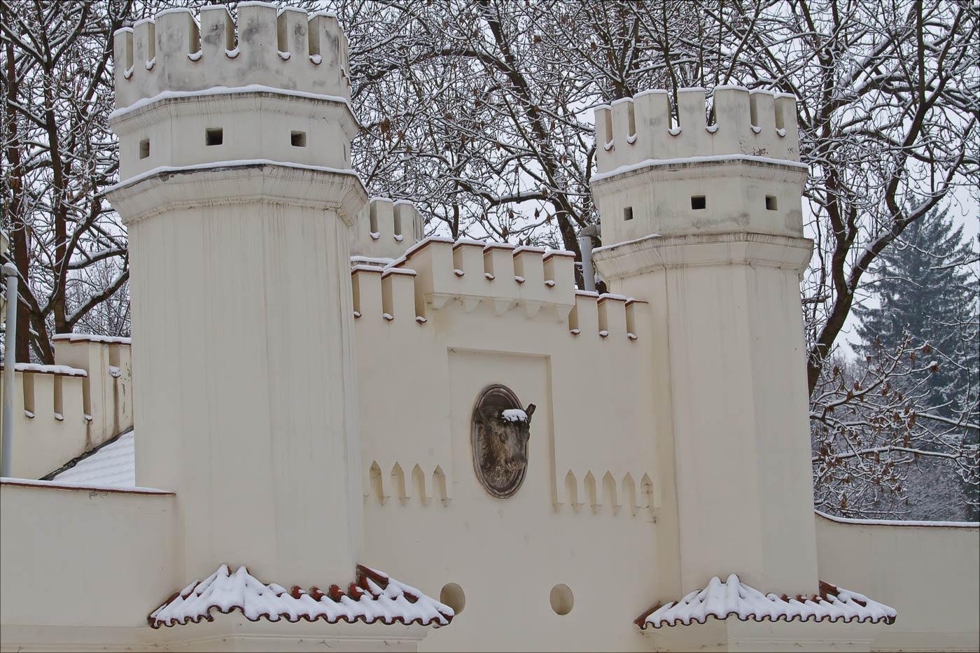 Влашимские врата на границе дворцового парка
