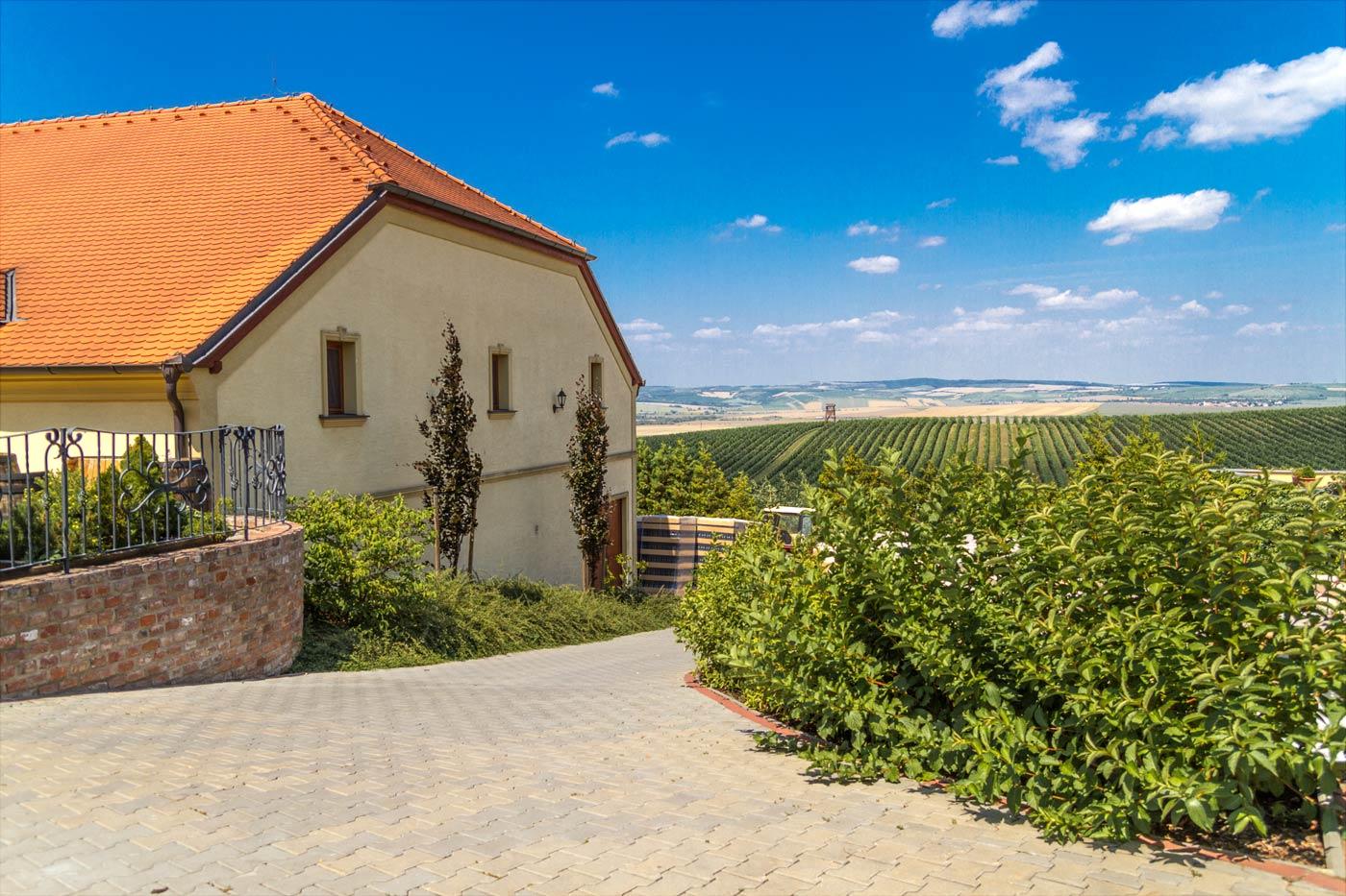 Отель и виноградарство «Vinařství U Kapličky», Зайечи, Южная Моравия