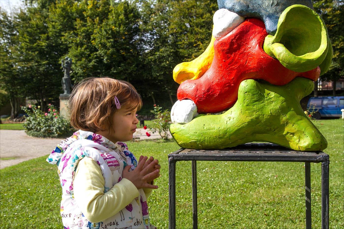 Аврора знакомится с авангардным искусством, замок Розтоки у Праги