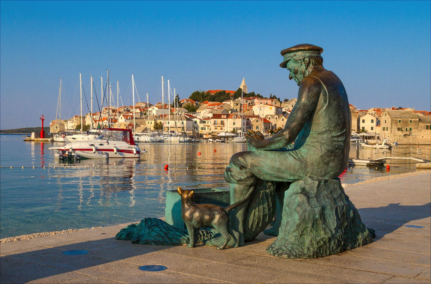 Старый рыбак и кот, Примоштен, Хорватия