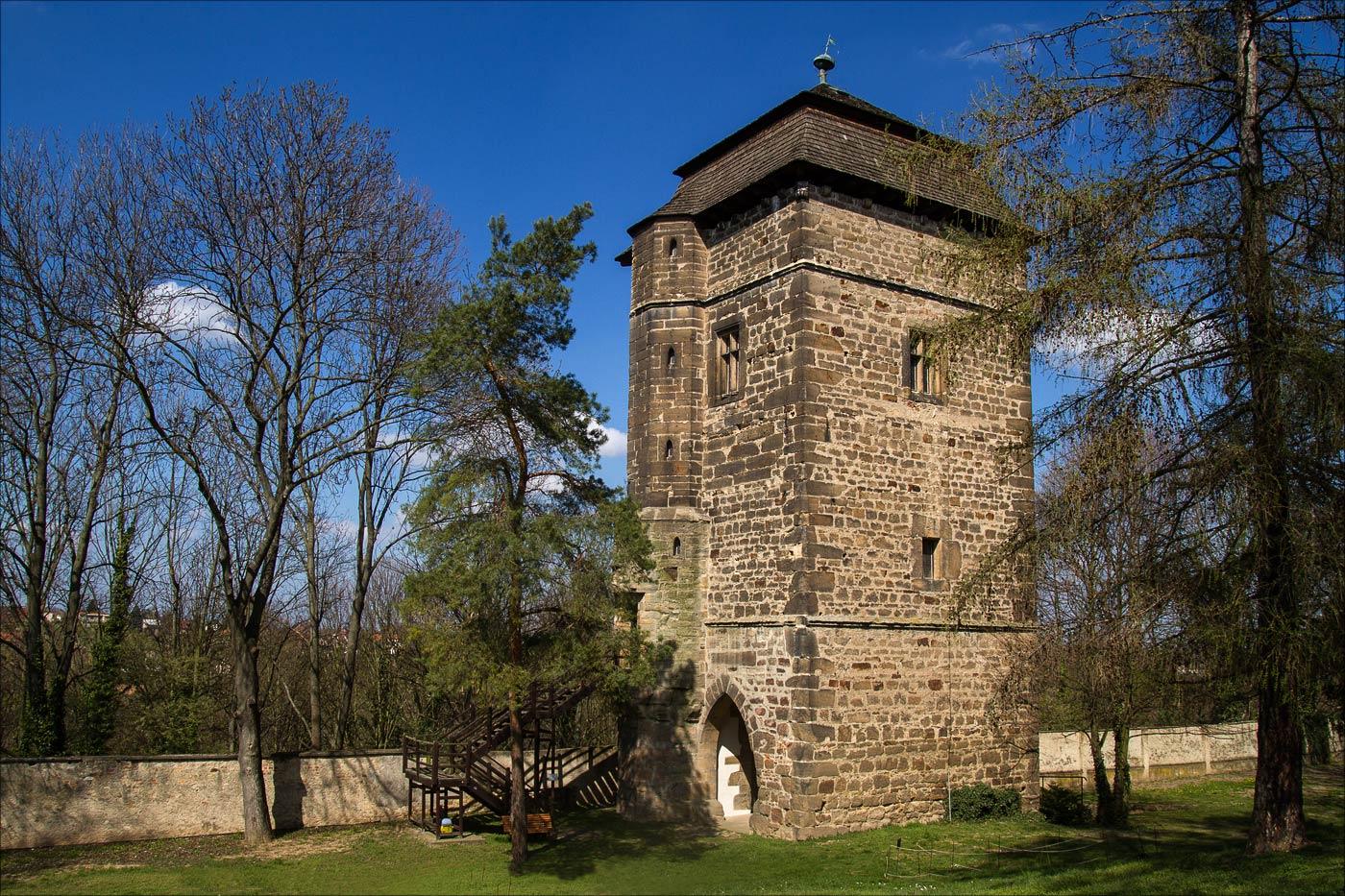 Средневековая башня Тухораз у Чешского Брода