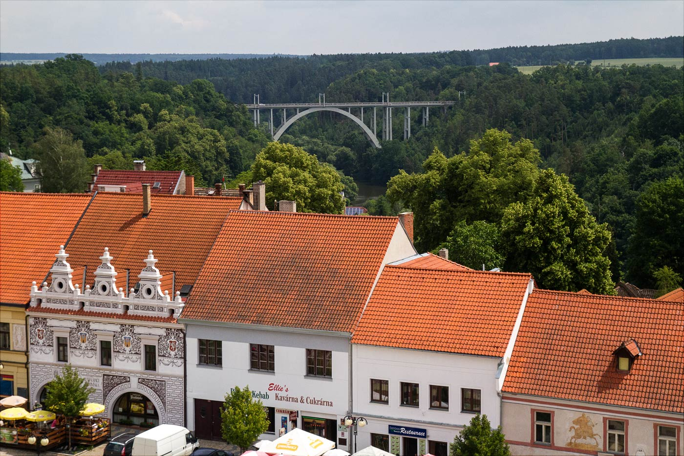 Бехине, вид на арочный мост над рекой Лужнице