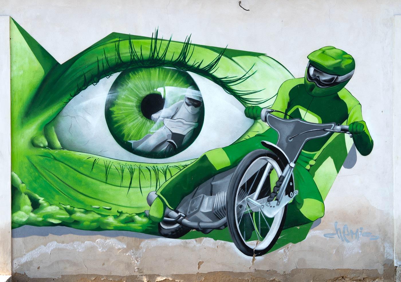 Граффити на доме у вокзала, Засмуки