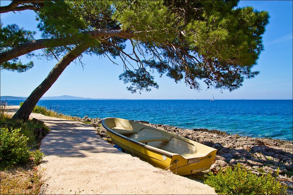 Хорватия, остров Хвар, набережная у поселка Ivan Dolac (Ivan Dolac)