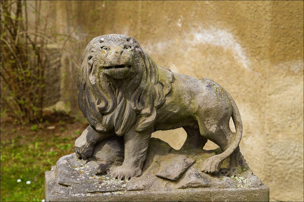 """Чехия, скульптура льва в замке """"водни град"""" в Будыне над Огржи (Budyně nad Ohří)"""
