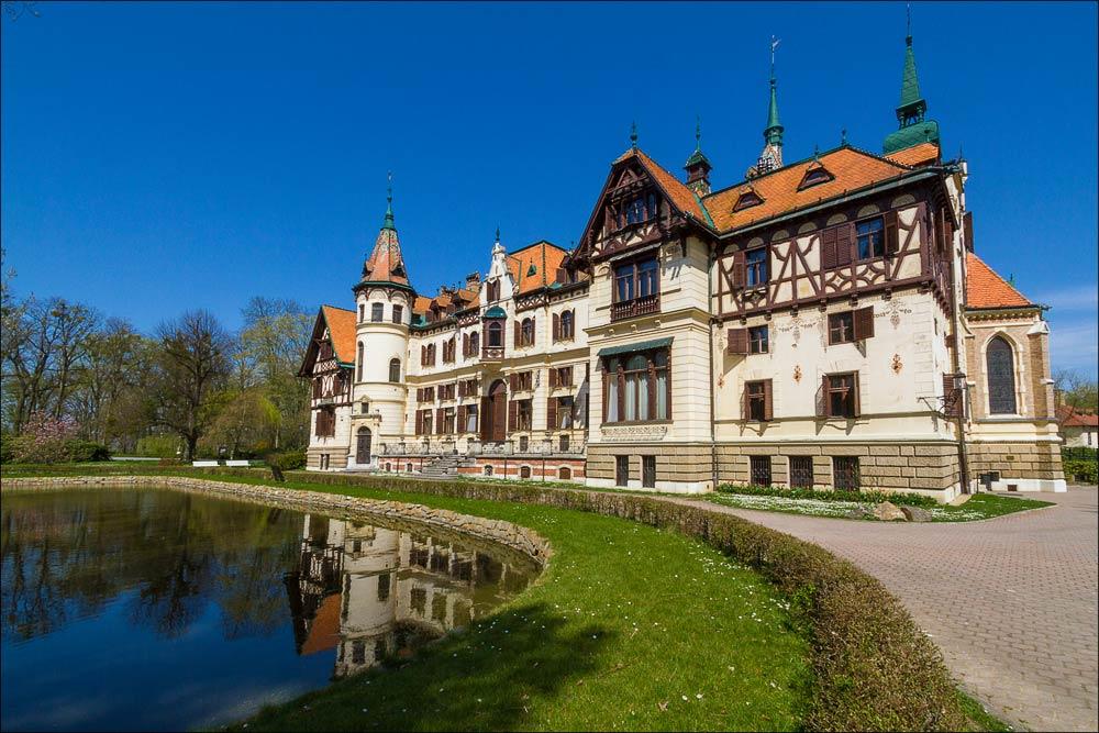 Чехия, Моравия, сказочный замок Лешна (zámek Lešná) в зоопарке Злин ( (Zoo Zlin)