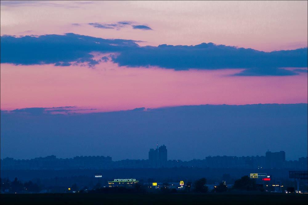Чехия, закат над южными окраинами Праги