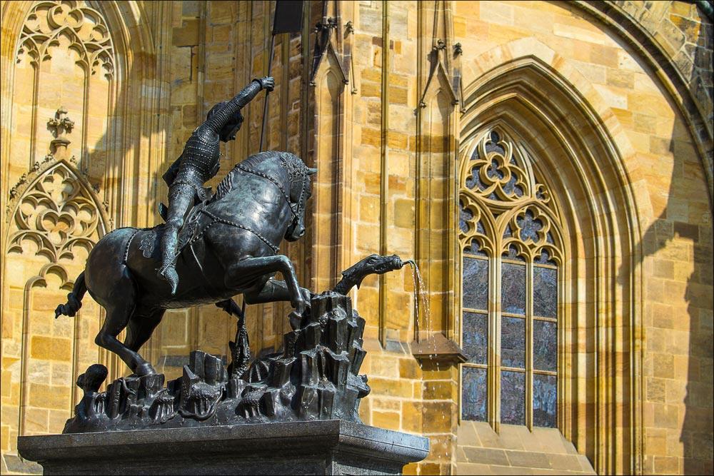 Чехия. Статуя Св.Георгия у собора Св.Вита на Пражском граде