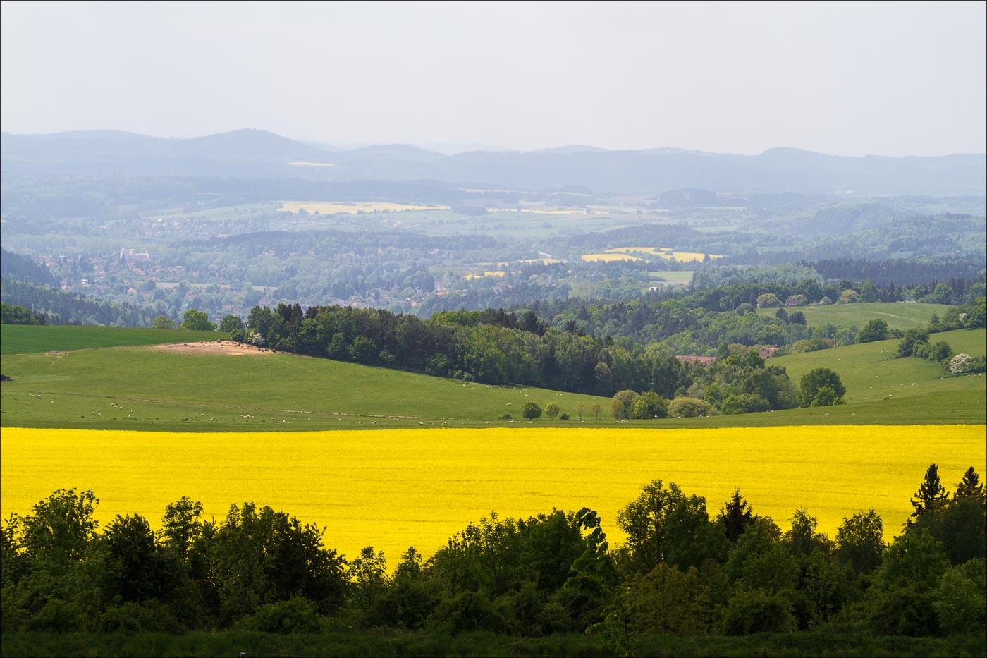 Чехия. Астрономическая обсерватория в Ондржейове, вид с холма Жалов