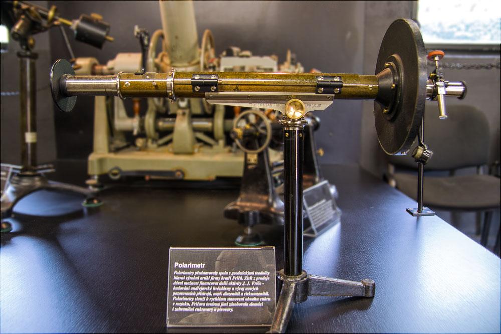 Прибор поляриметр, выпускавшийся предприятием Йозефа и Яна Фрича, музей обсерватории в Ондржейове, Чехия