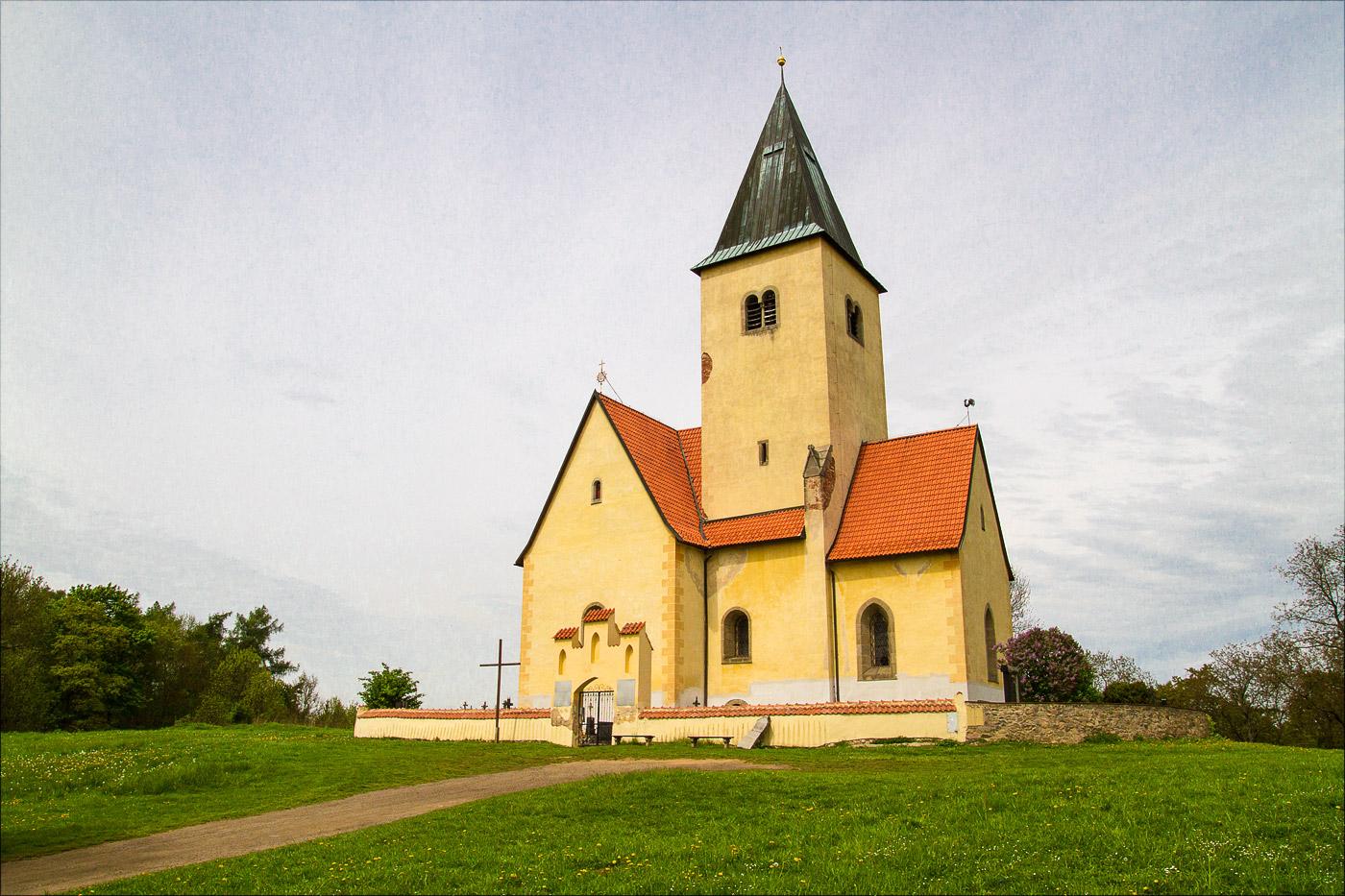 Костел Св. Иакова и Филиппа (kostel sv.Jakuba a Filipa) в Хвойене у Конопиште, Чехия