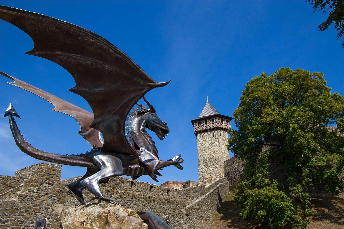 http://countryczech.com/wp-content/uploads/2015/09/photos/20150828-130925_Moravia_Hrad_Helfstyn.jpg