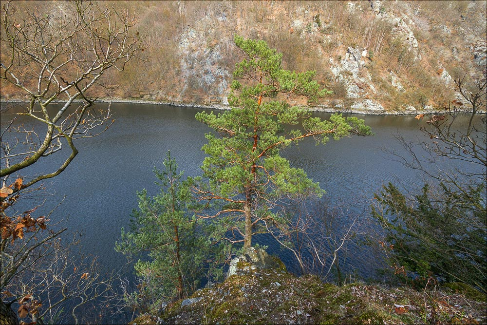 http://countryczech.com/wp-content/uploads/2016/04/16/20160328-135023_Vltava_Svatojanske_proudy.jpg