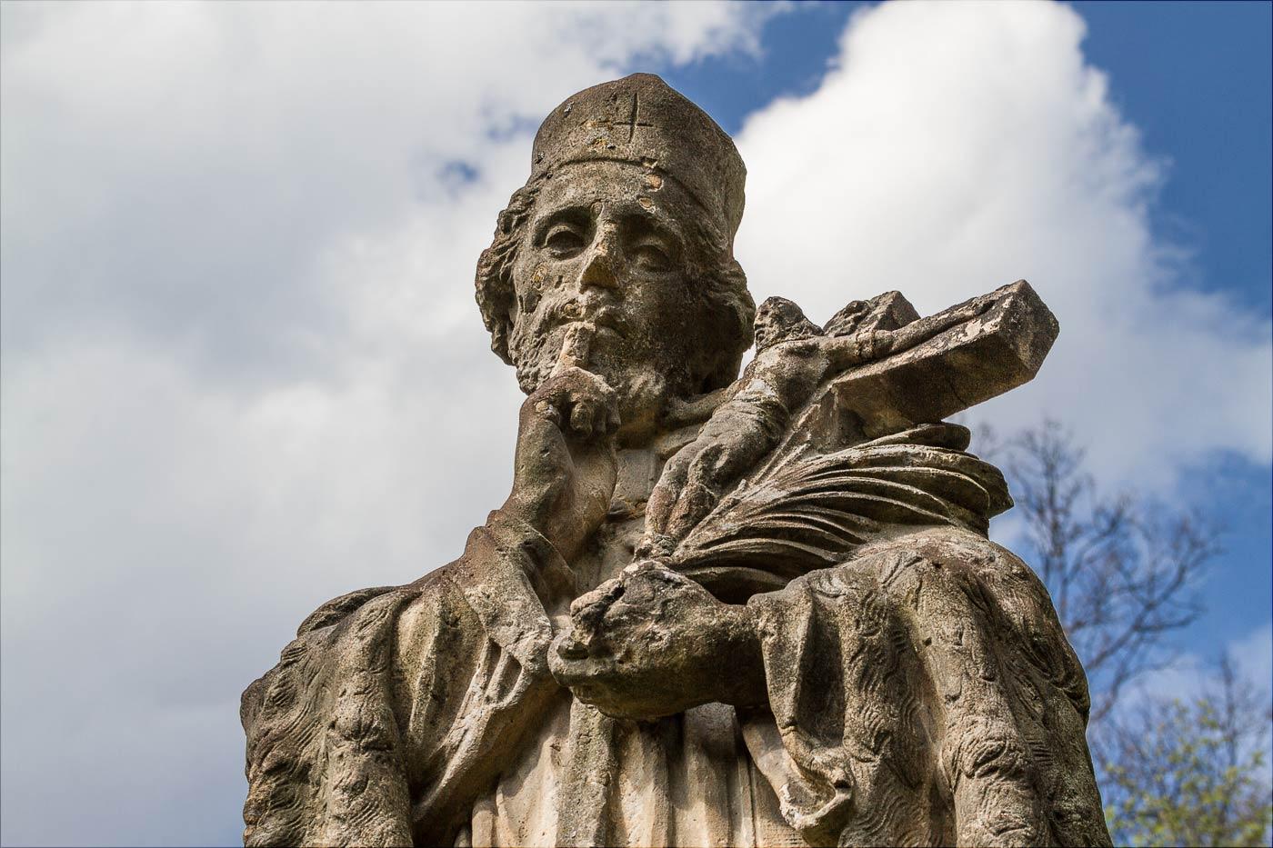 Скульптура Св. Яна Непомуцкого у Слапской плотины на Влтаве