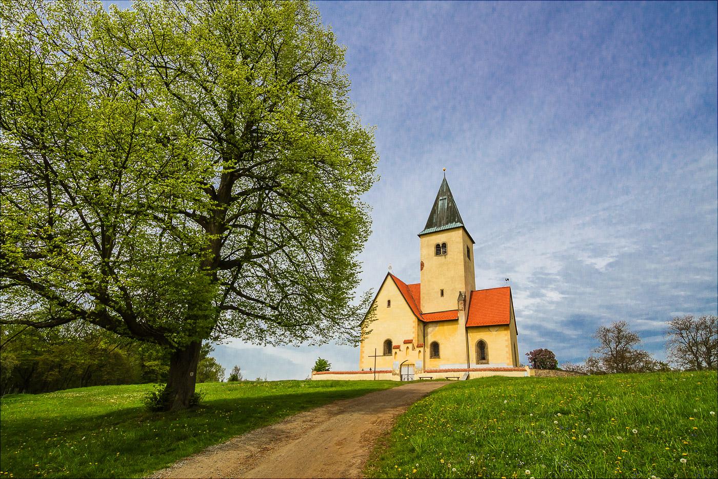 Костел на холме Хвойен у Конопиште