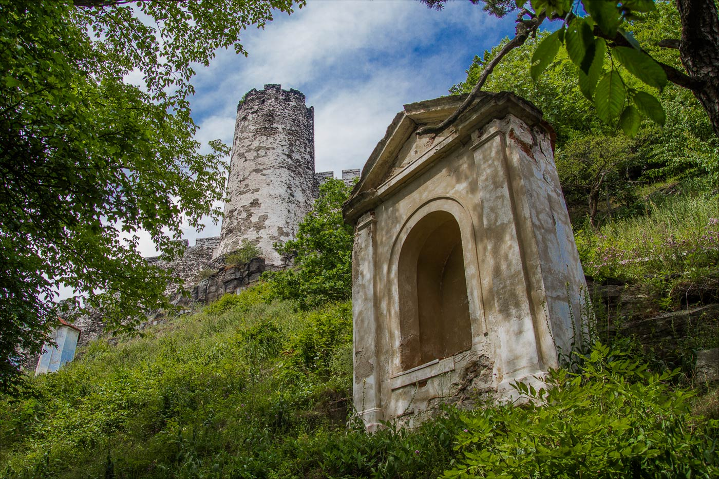 Замок Бездес