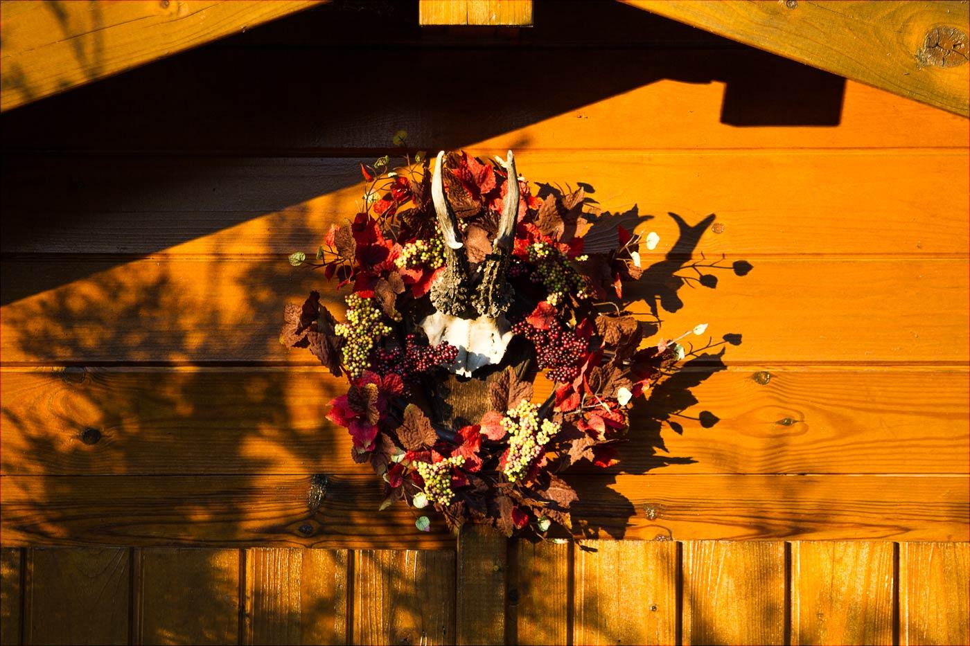 Осенние декорации садового домика