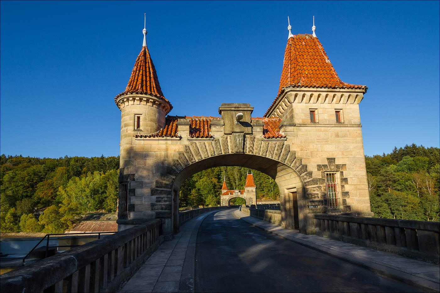 http://countryczech.com/wp-content/uploads/2016/10/photos/20151002-170314_Prehrada_Les_Kralovstvi.jpg