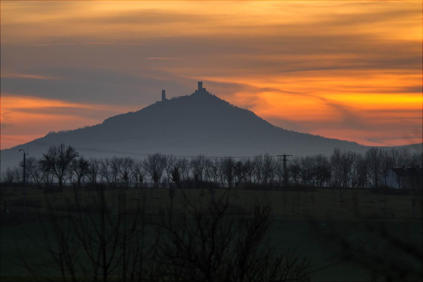Закат над руинами старого замка, Северная Чехия