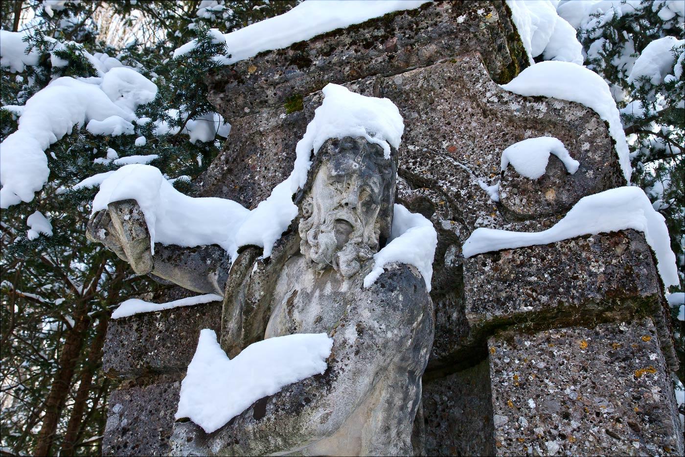 Скульптура на входе в Конопиштский розарий