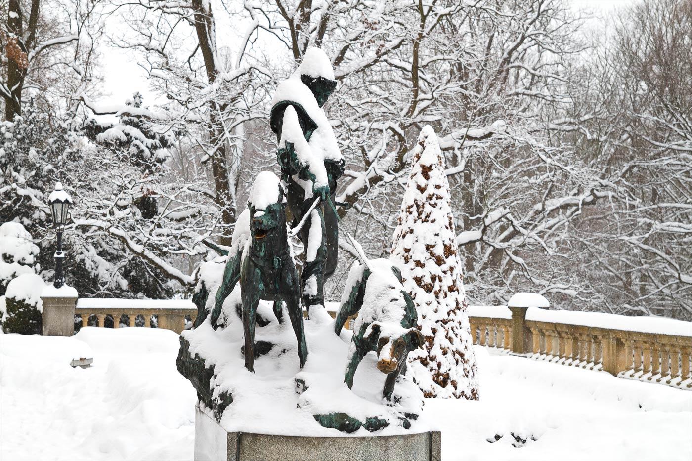 Скульптура на террасе у Конопиштского замка