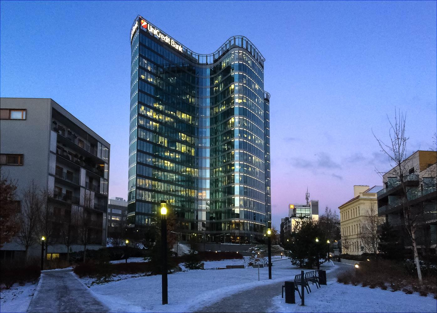 Утренняя прогулка по Праге - офисный центр в районе Ходов