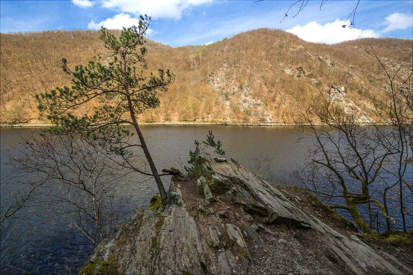 http://countryczech.com/wp-content/uploads/2017/03/photos/20160328-134407_Vltava_Svatojanske_proudy.jpg