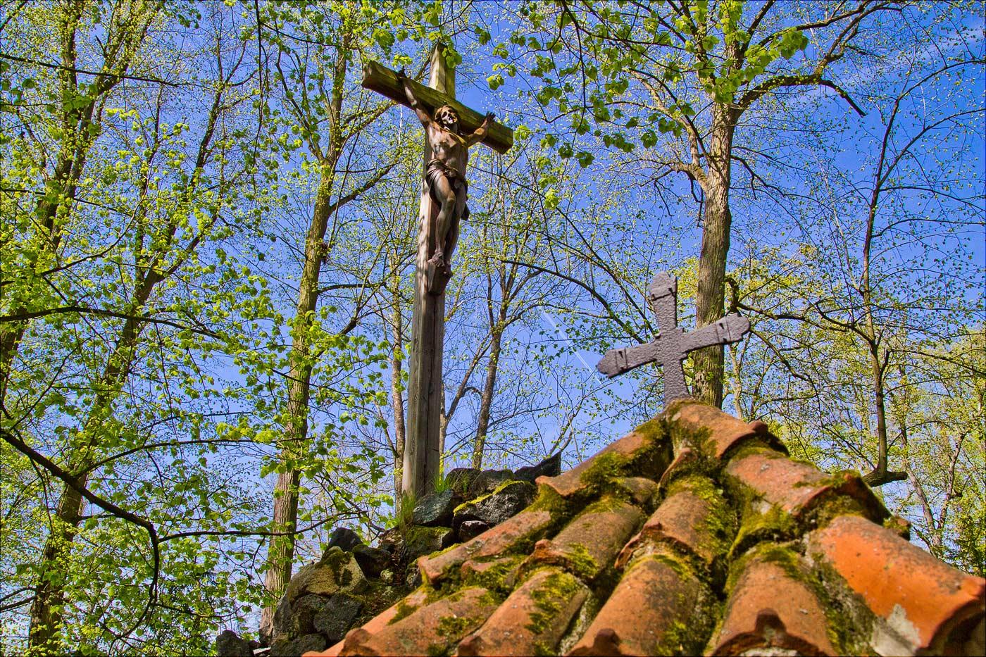 Распятье в парке замка Конопиште