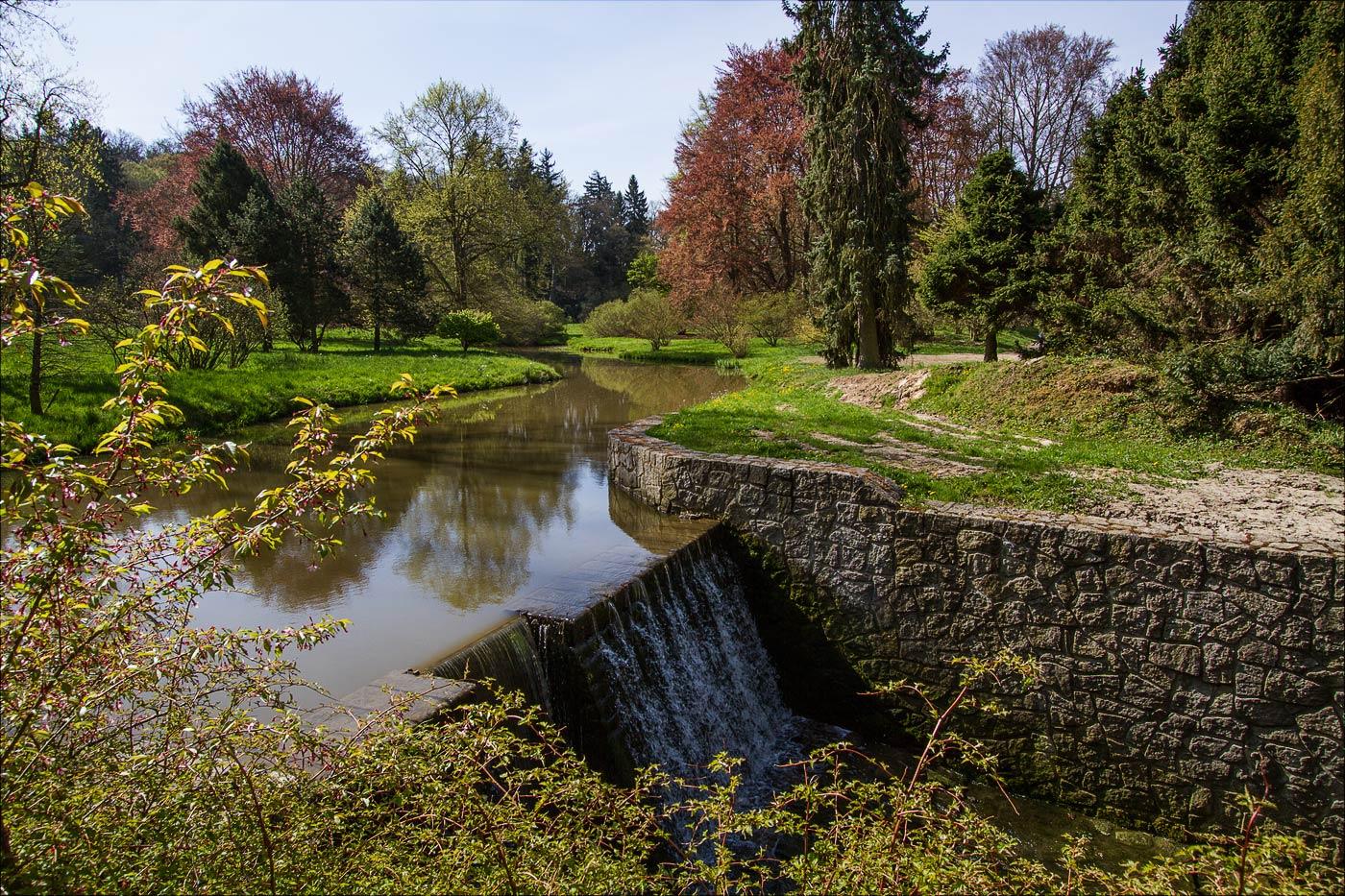 Водопад на потоке Ботич в Пругоницком парке