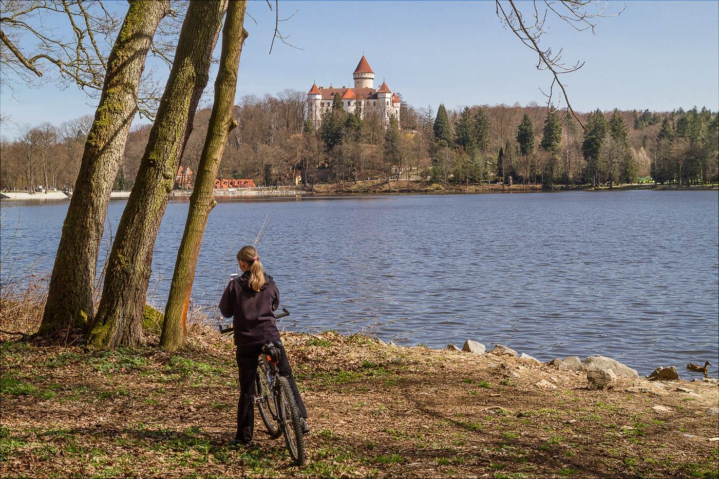 http://countryczech.com/wp-content/uploads/2017/04/photos/20160402-134612_Konopiste_pochod_za_kolacem.jpg