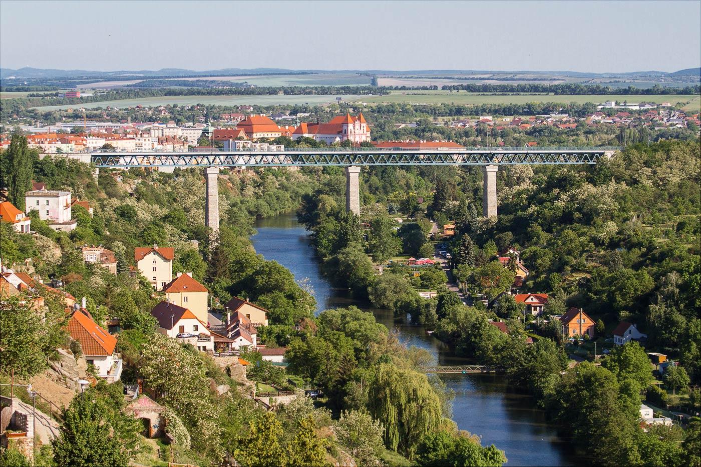 Зноймо, вид на мост через реку Дие
