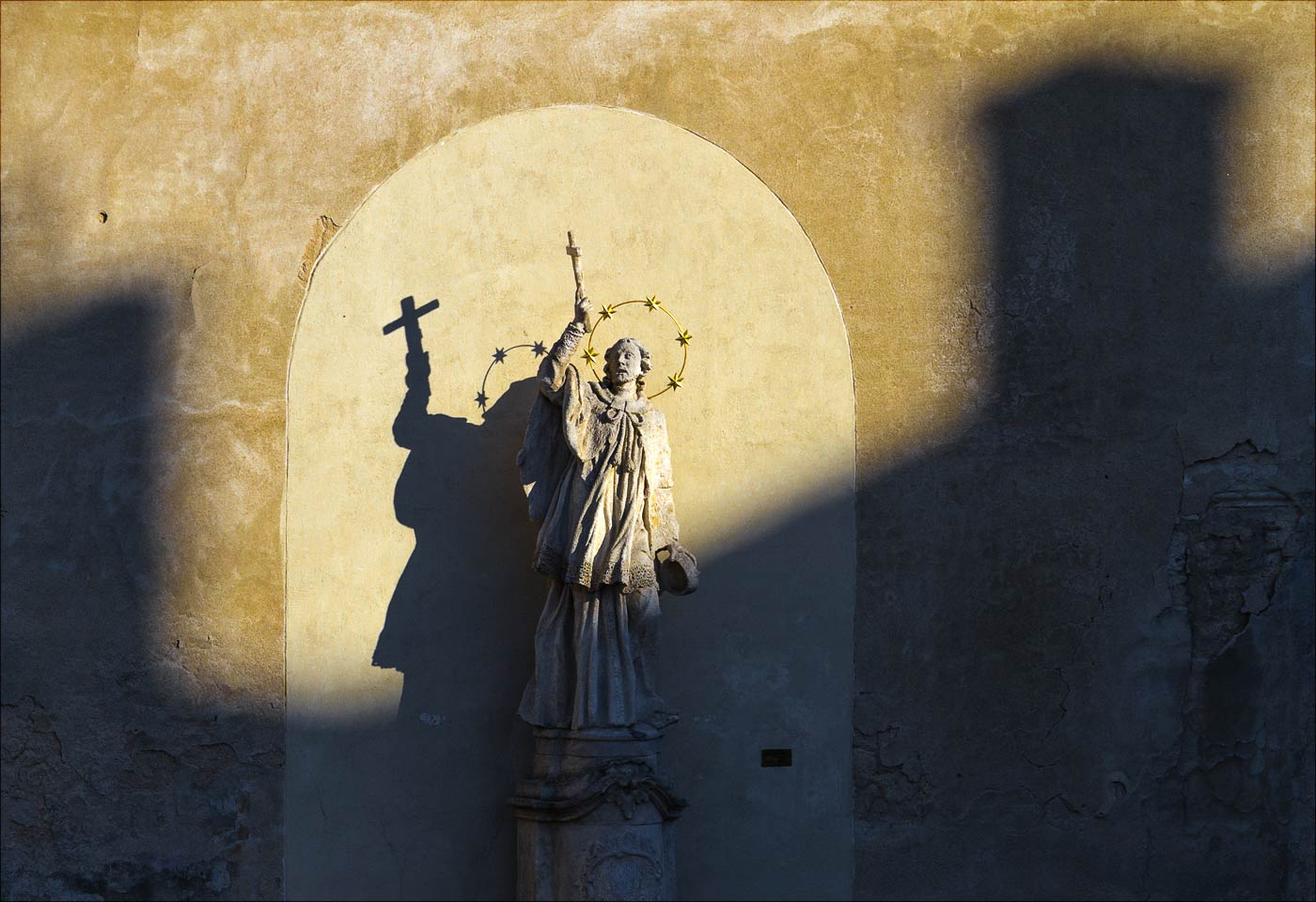 Зноймо, скульптура святого у капуцинского монастыря
