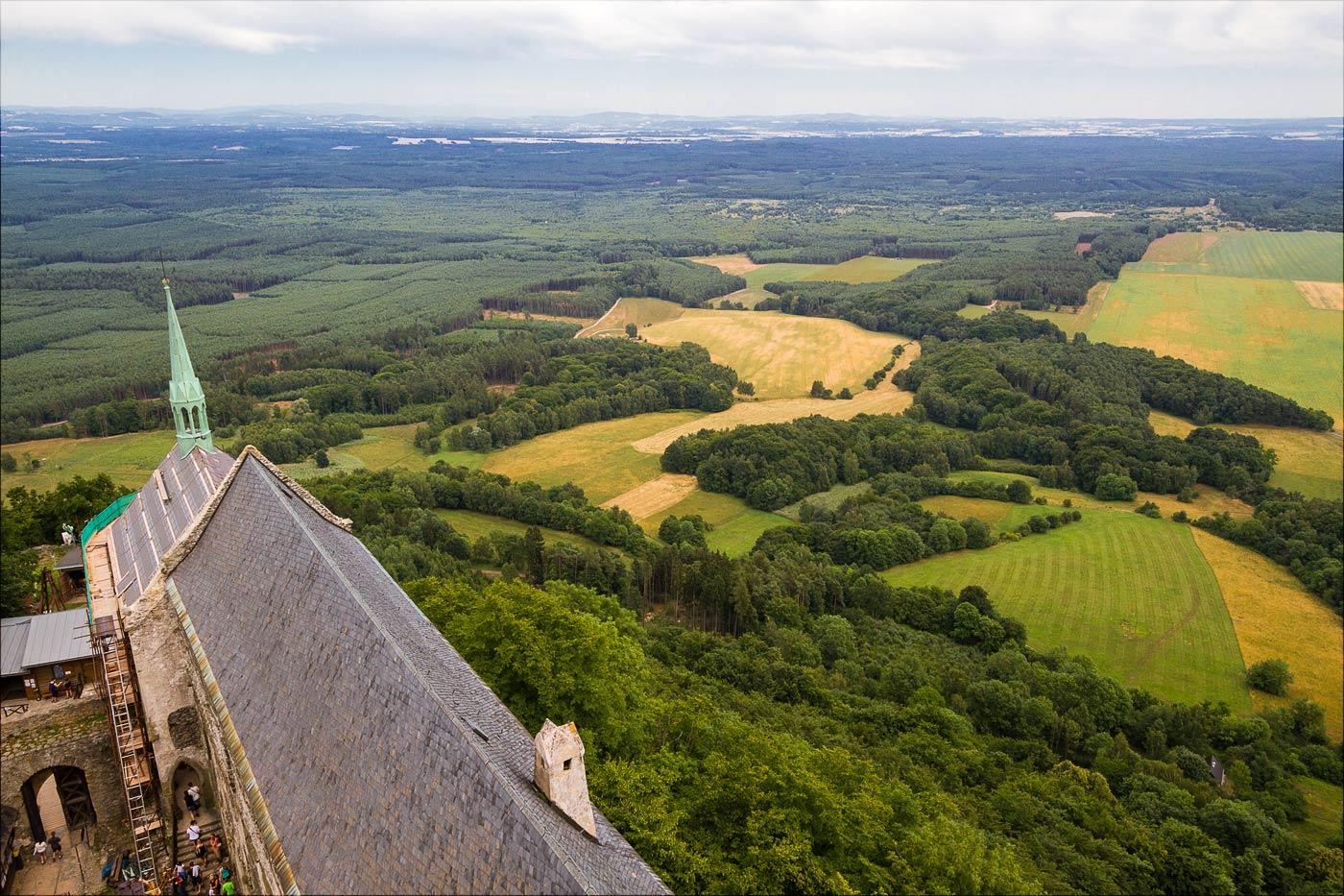 Вид на окрестности с башни замка Бездез