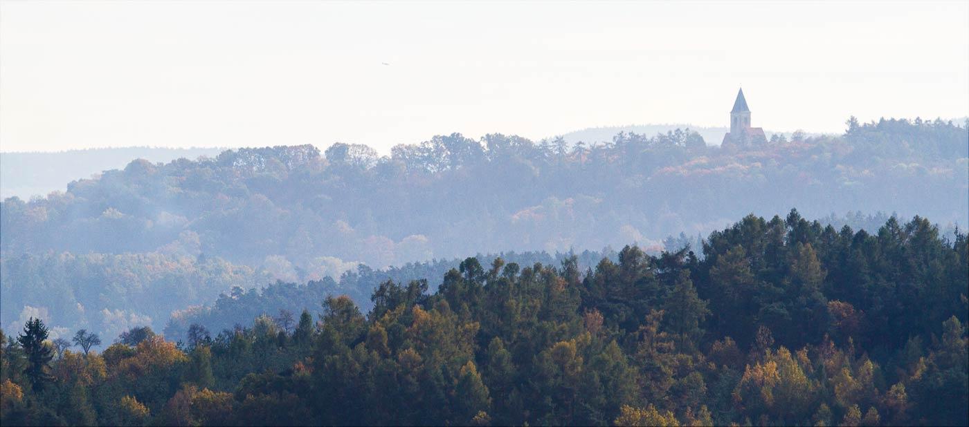 Вид на холм Хвойен с костелом