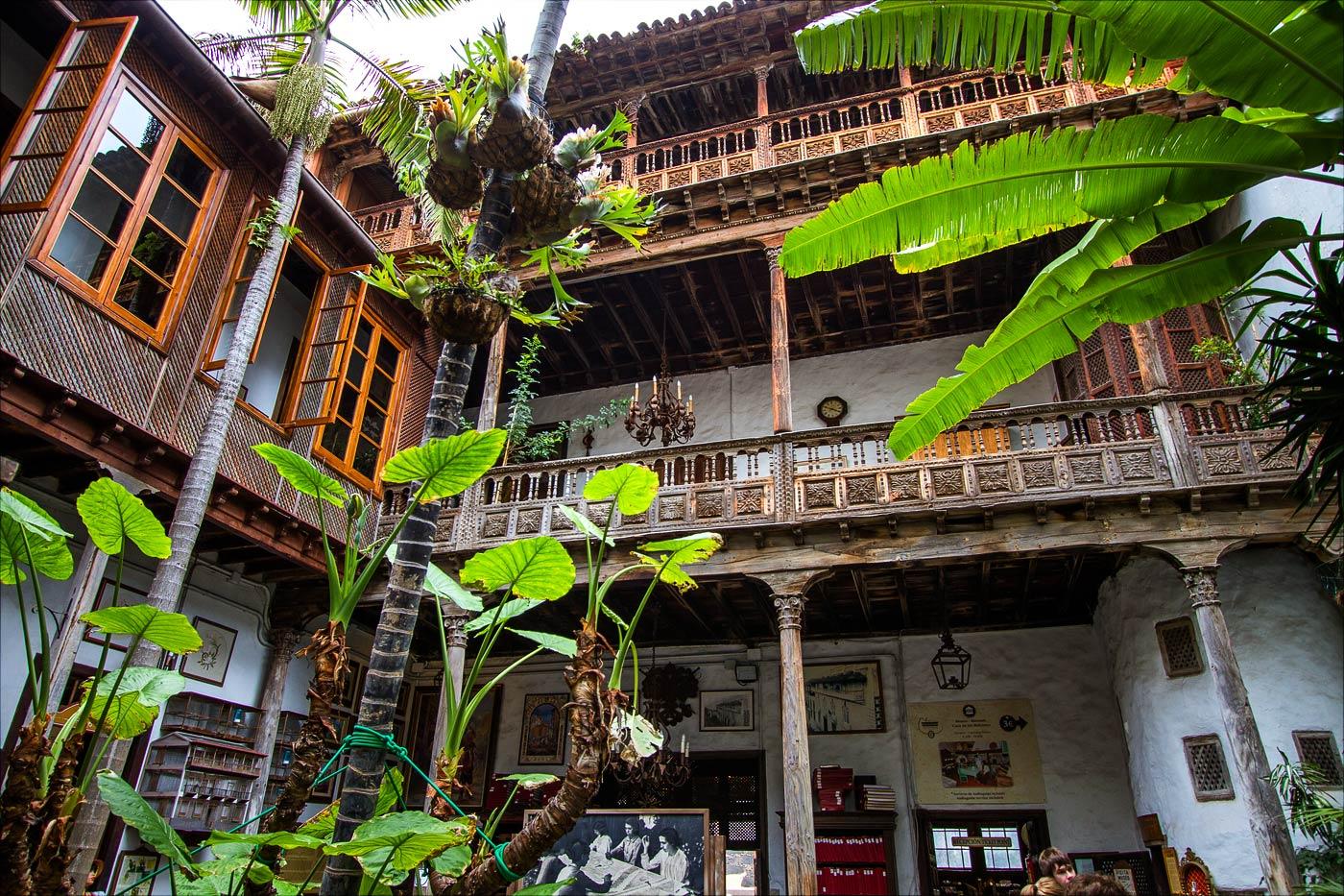 Каса де лос Балконес в Ла-Оротава, внутренний двор