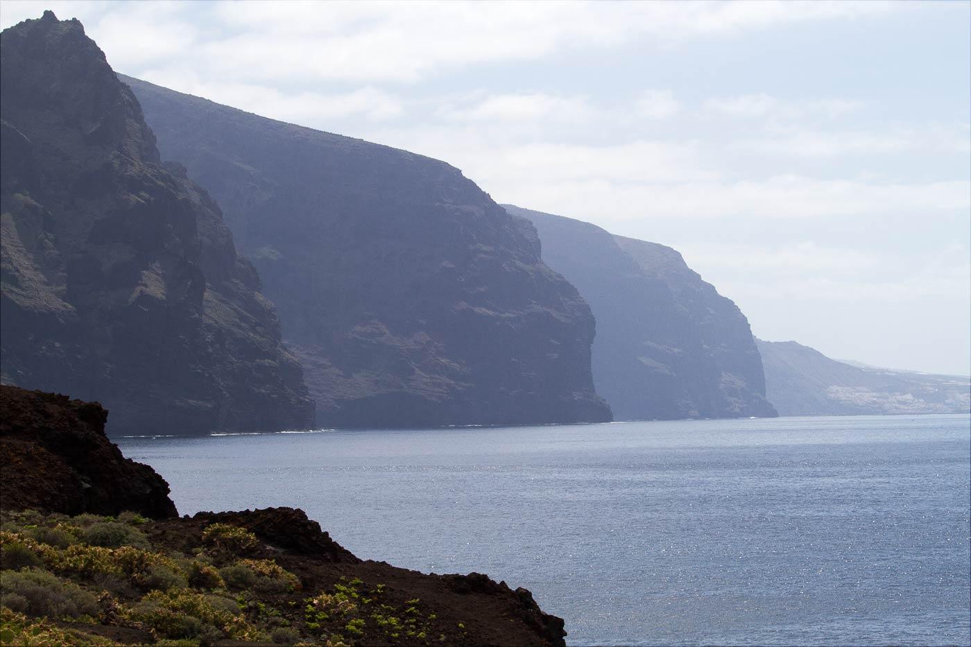 Скалы Лос-Гигантес на западном побережье Тенерифе