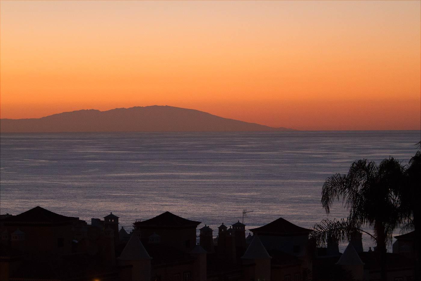 Вечерний вид с Тенерифе на остров Ла-Пальма