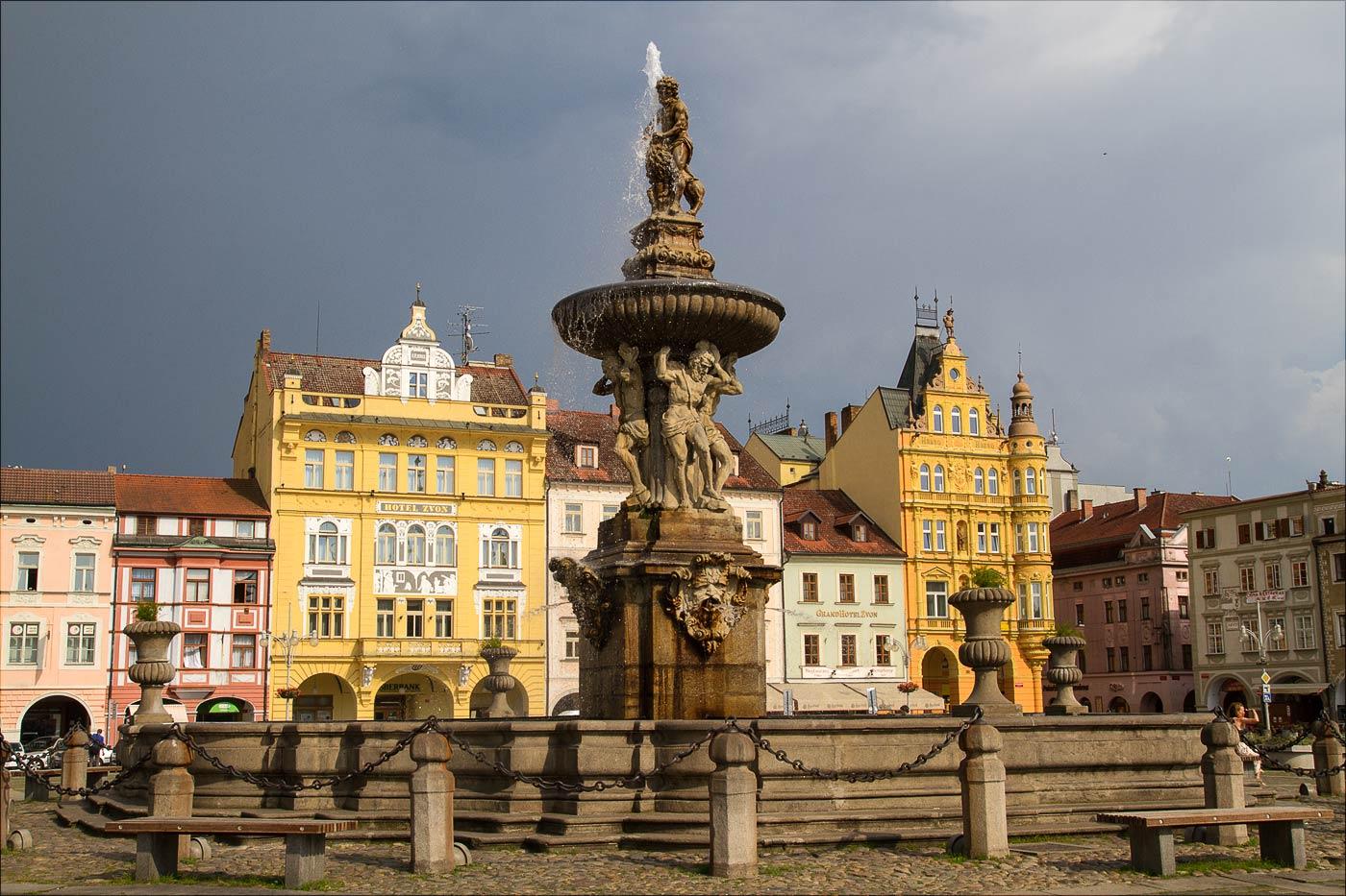 Фонтан на центральной площади в Ческе Будейовице