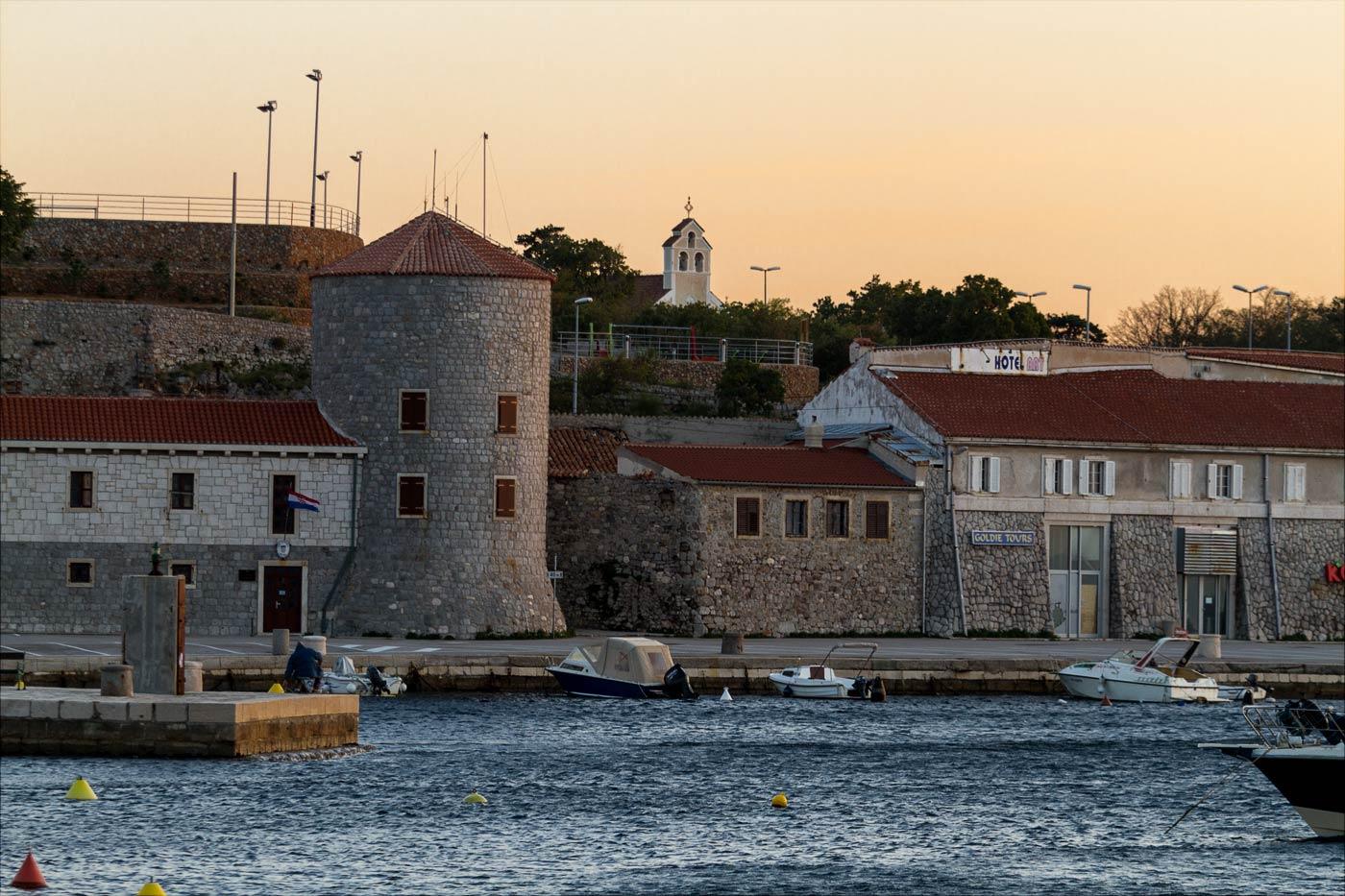 Закатный вид на город, Сень, Хорватия