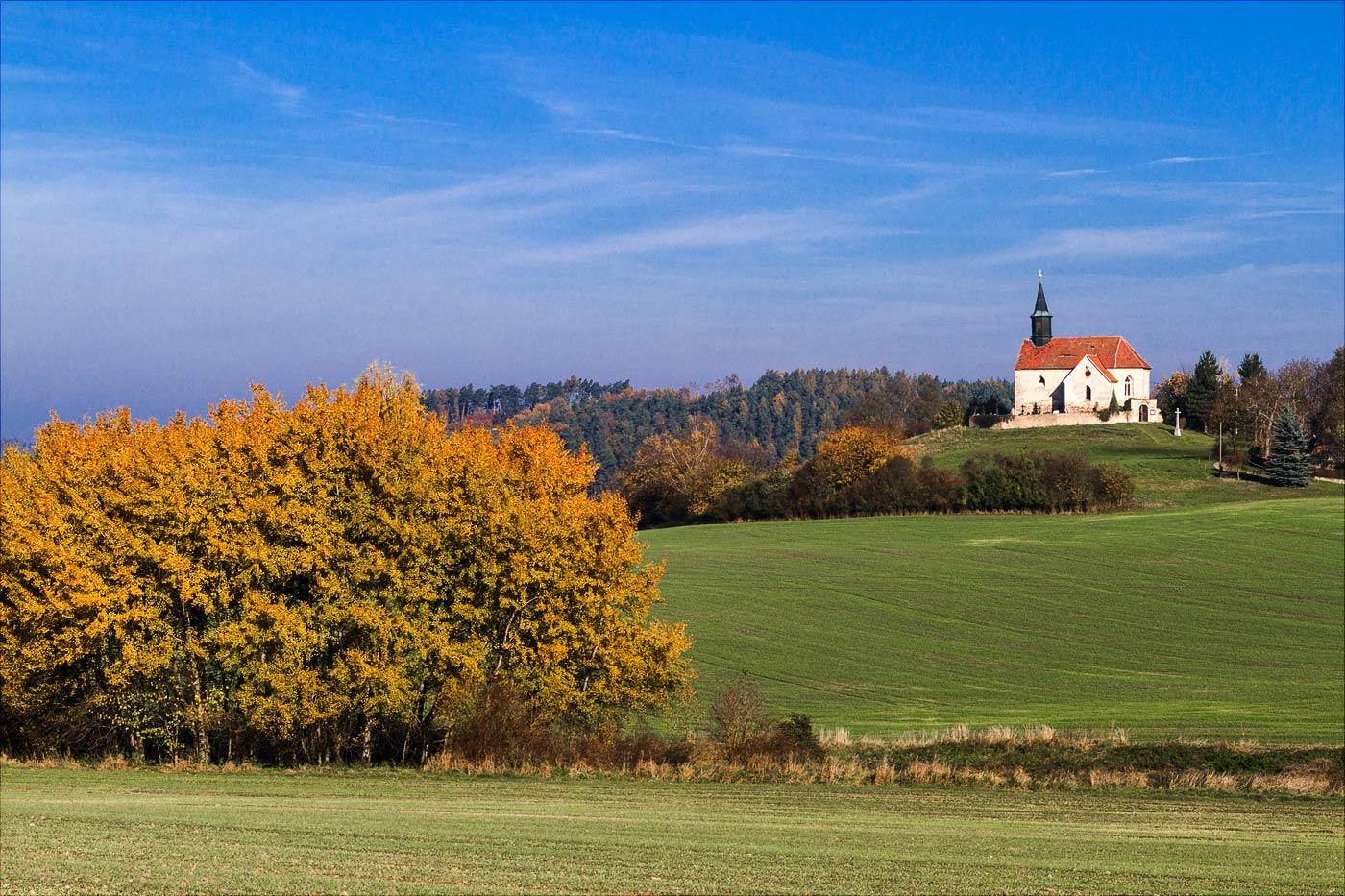 Костел на холме