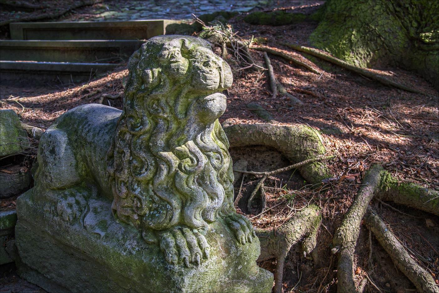 Лев в Конопиштском парке