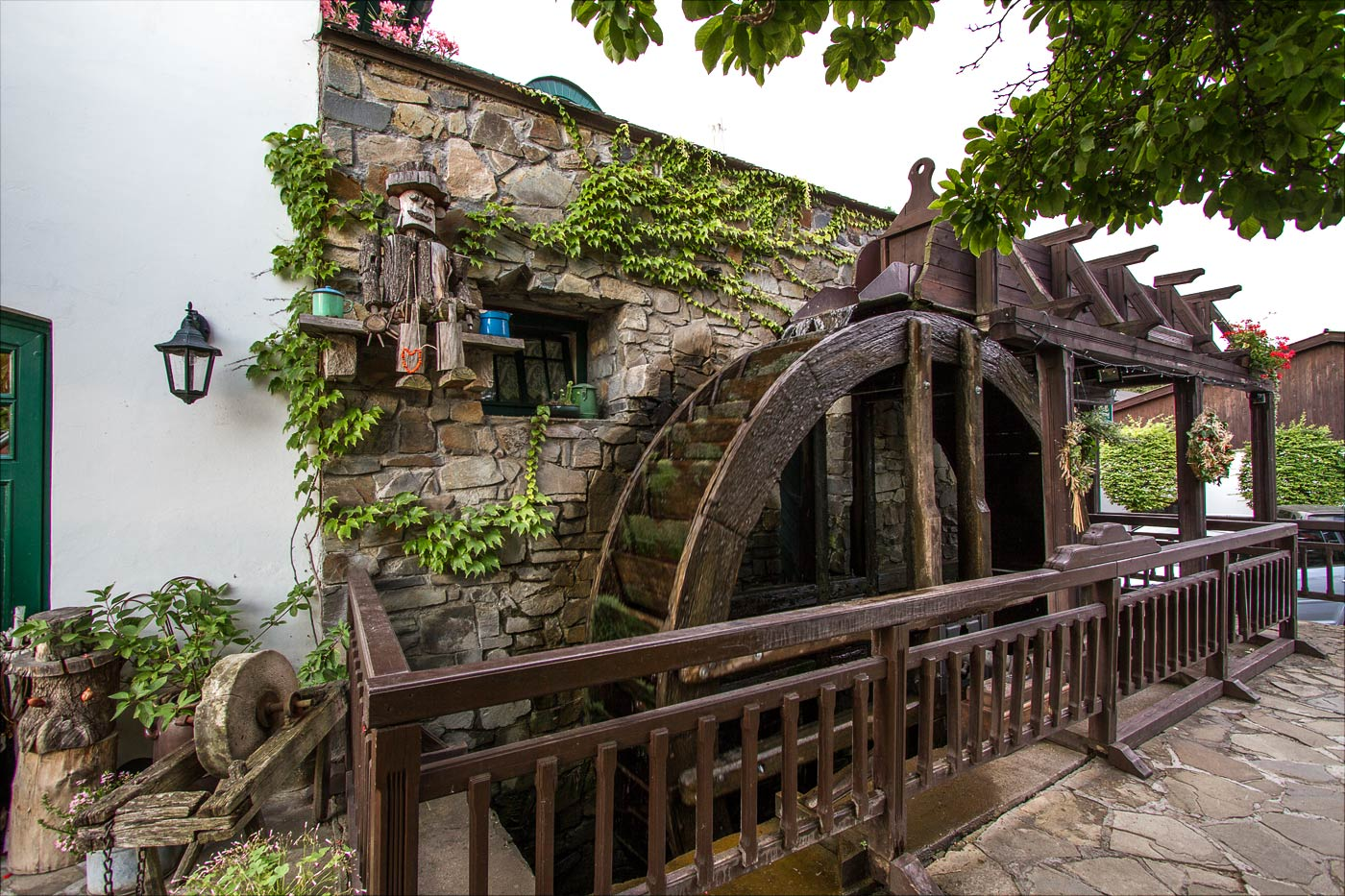 Мельничное колесо, пансион Брусенка в Моравии
