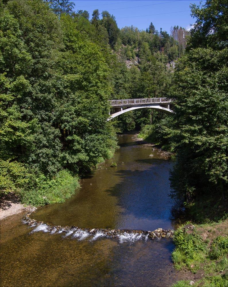 Мост через реку Йизера