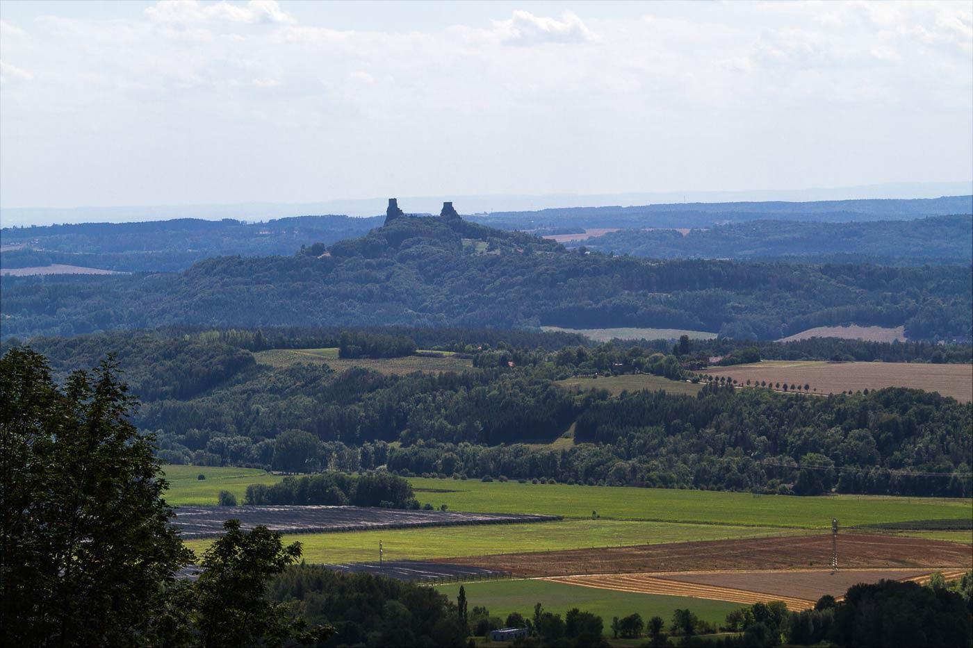 Руины средневековой крепости Троски в Чешском Рае
