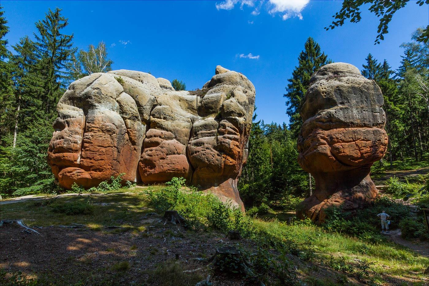 Каменные столбы возле курорта Ойбин в Саксонии