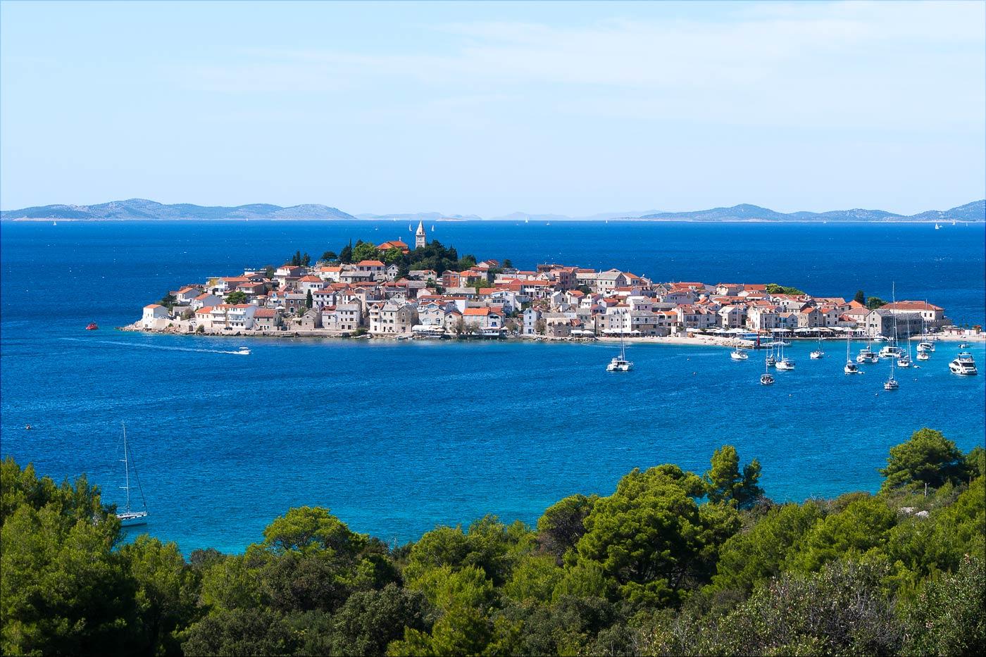 Вид на Примоштен, Хорватия