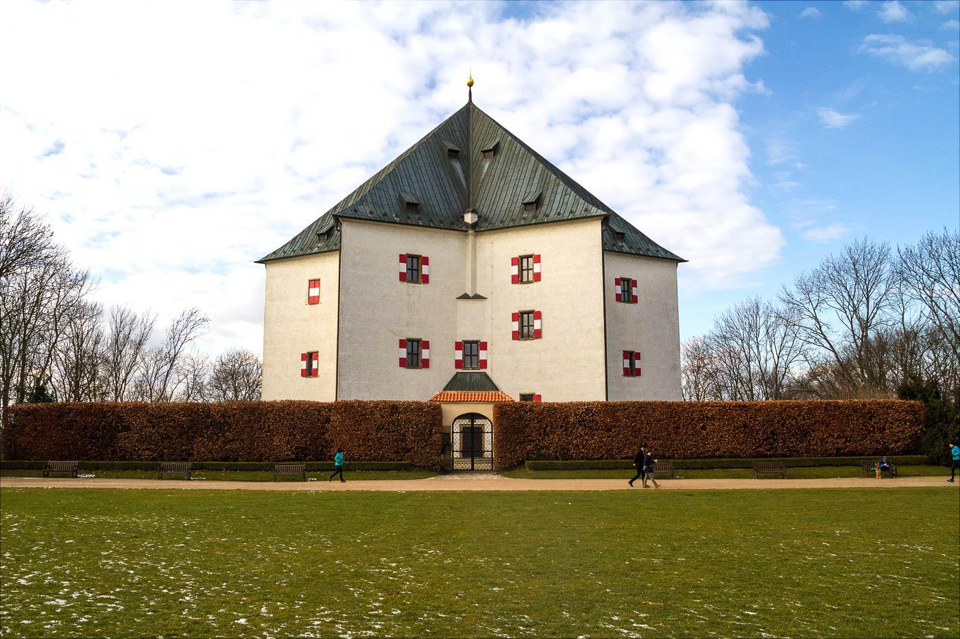 Летний дворец Звезда в Праге Либоц