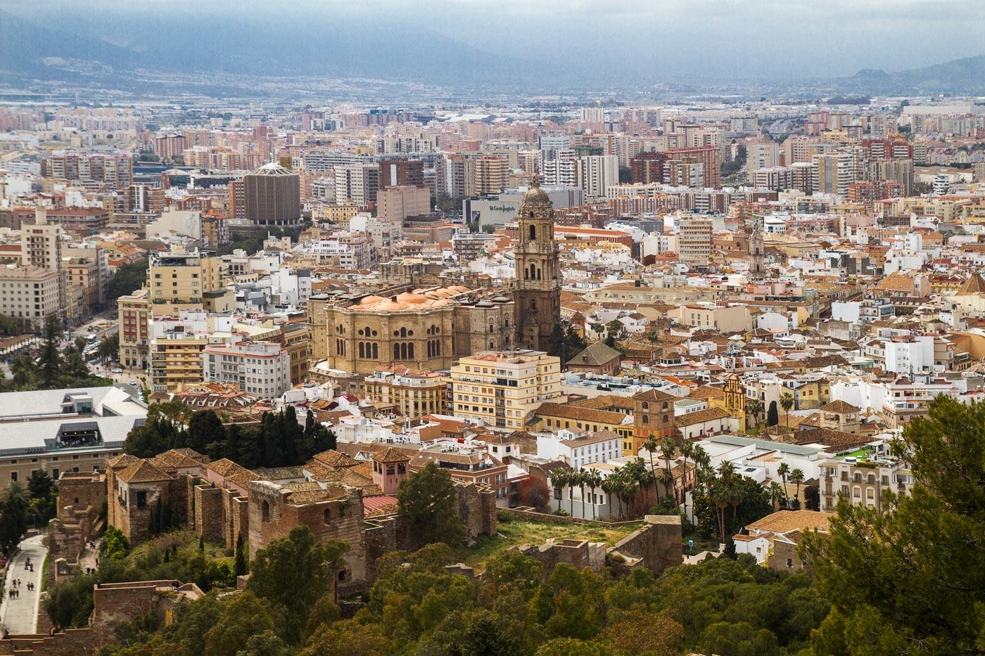 Андалусия, вид на Малагу с крепости Хибральфаро