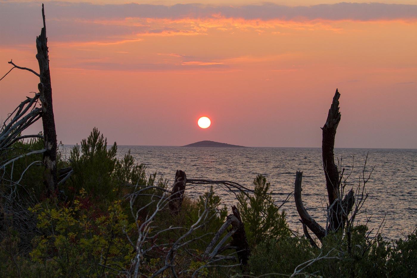Закат над морем. Примоштен, Хорватия