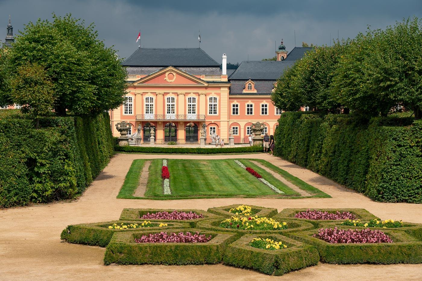 Французский парк дворца Добржиш